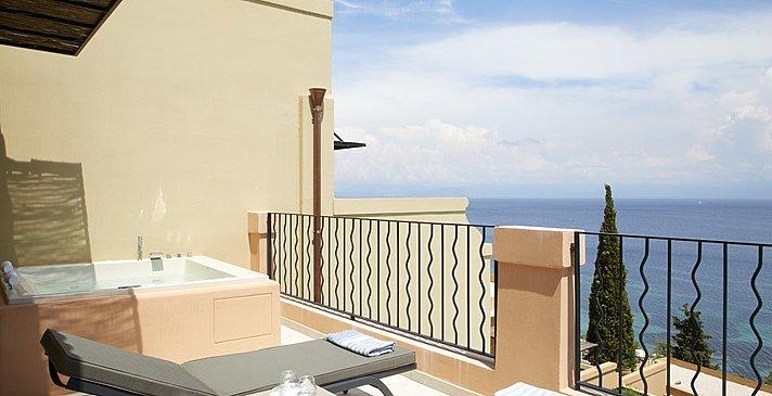 Deluxe Suite Whirlpool - MarBella Nido Suite Hotel & Villas