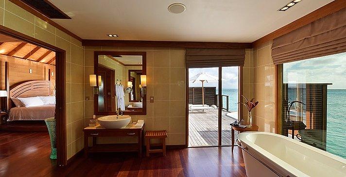 Deluxe Water Villa Badezimmer - Conrad Maldives Rangali Island