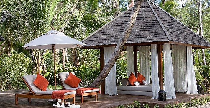 Denis Private Island - Beachfront Spa Cottage