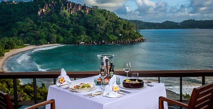 Ocean View Pool Villa Dining auf der Terrasse - Anantara Maia Seychelles Villas