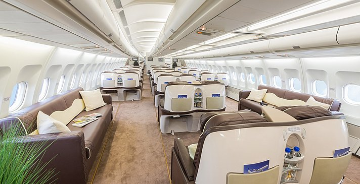 Flugzeug in Business Class VIP Ausstattung - The Nautilus Maldives