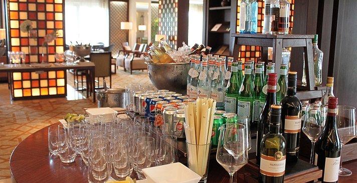 Ganztägiges kostenfreies Getränkeangebot - The Ritz-Carlton, Dubai