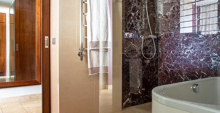 Grand Deluxe Badezimmer - Jumeirah Port Soller Hotel & Spa