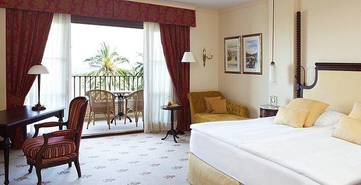 Grand Deluxe Room - Castillo Hotel Son Vida