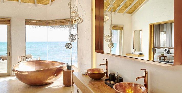 Grand Water Sunset Villa Badezimmer - Fairmont Maldives Sirru Fen Fushi