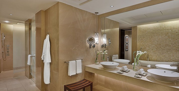Gulf/Club Ocean Suite Badezimmer (Shorooq Wing)