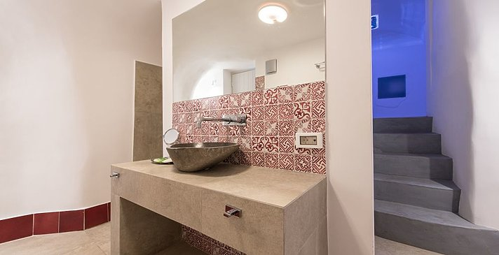 Honeymoon Suite Badezimmer - Santorini Secret Suites & Spa