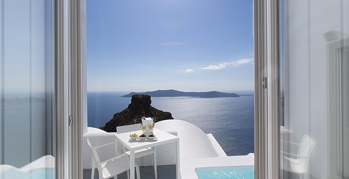 Honeymoon Suite Plunge Pool - Grace Santorini