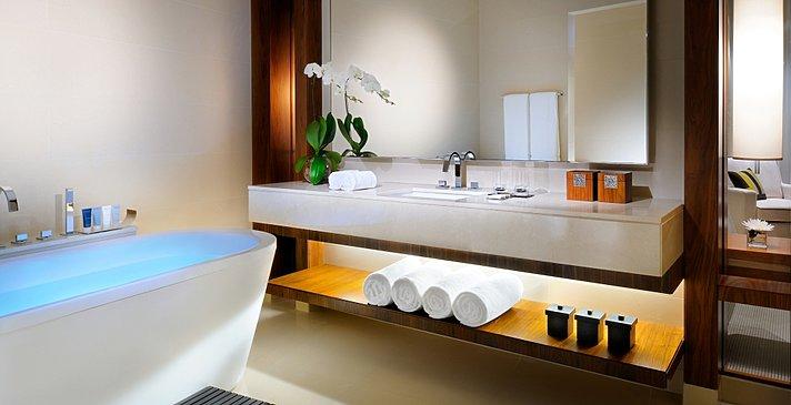 Deluxe-/Executive Room Badezimmer - JW Marriott Marquis Dubai