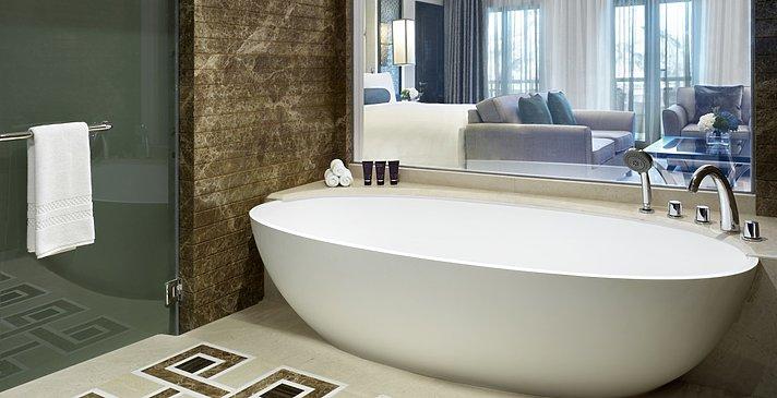 Junior Suite Badezimmer - Al Bustan Palace, A Ritz-Carlton Hotel