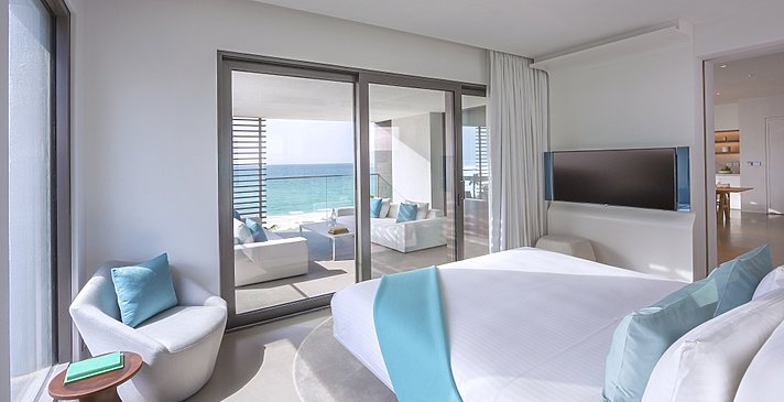 Luux Suite Sea View Schlafzimmer - Nikki Beach Resort & Spa Dubai