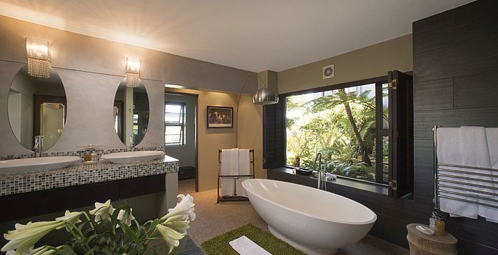 Luxury Lagoon Suite - Forest - Kanonkop Guest House
