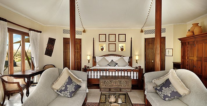 Master Bedroom Royal/Emirates Suite