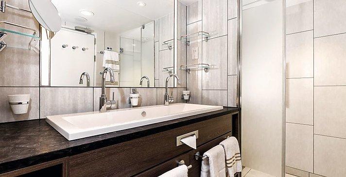 Mein Schiff 6   Diamant Suite Badezimmer
