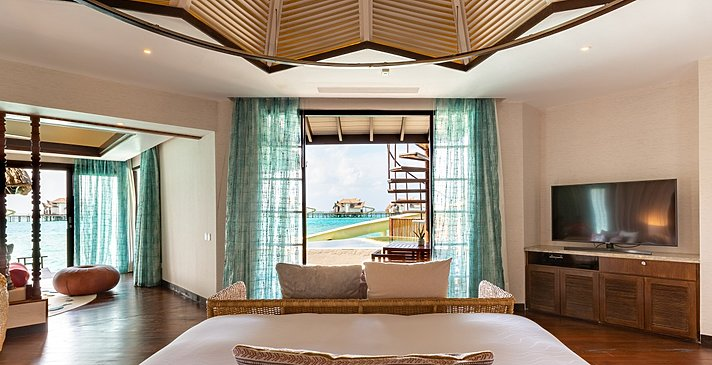 Ocean Pool Suite with Slide Schlafzimmer - Ozen Reserve Bolifushi