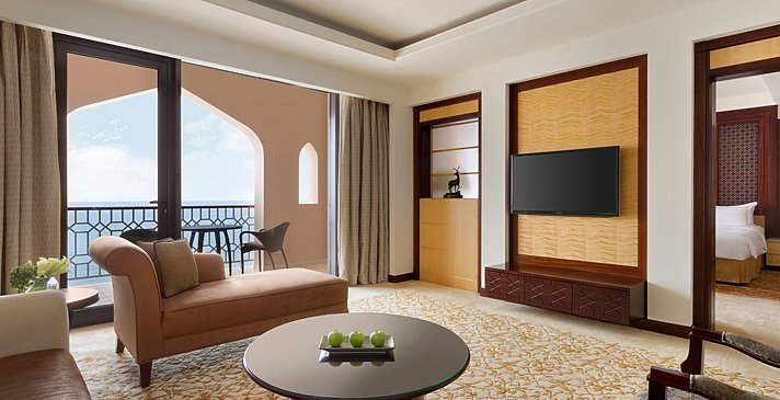 One Bedroom Suite Wohnzimmer - Shangri-La Al Husn Resort & Spa