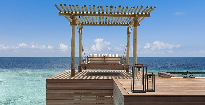 Overwater und Reef Villas Pooldeck - Waldorf Astoria Maldives Ithaafushi
