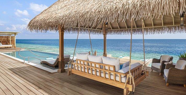 Reef und Overwater Villas Pooldeck - Waldorf Astoria Maldives Ithaafushi