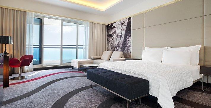 Superior und Le Meridien Club Room - Le Meridien Al Aqah Beach Resort