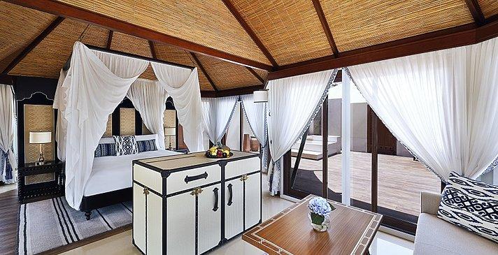 Schlaf-/ und Wohnbereich der Villen - The Ritz-Carlton, Al Hamra Beach