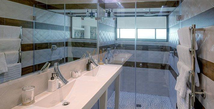 Sea Star Cliff Lodge - Seafacing Superior Room - Badezimmer