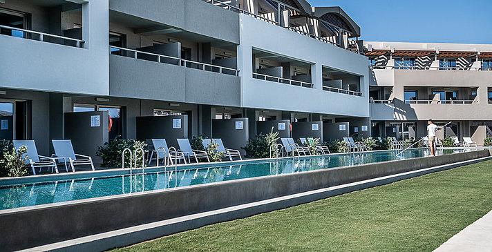 Sharing Pools - Euphoria Resort