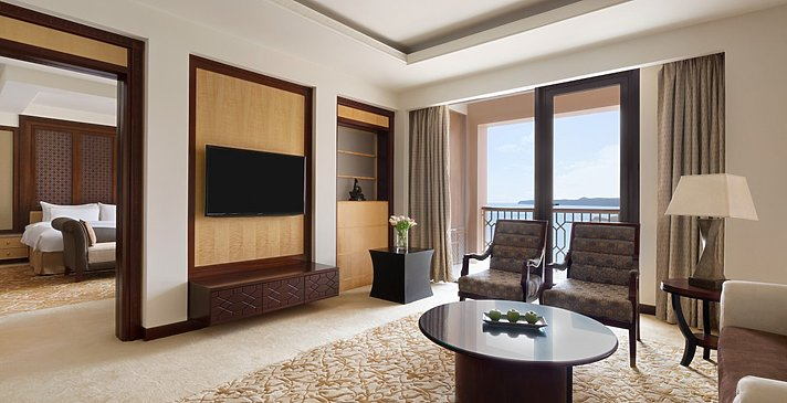 Specialty Suite Wohnzimmer - Shangri-La Al Husn Resort & Spa