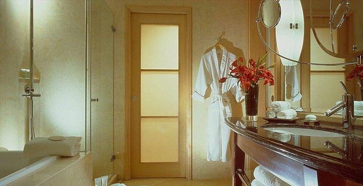 The Fullerton Hotel - Badezimmer