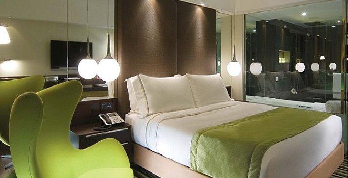 The Mira - Green Room