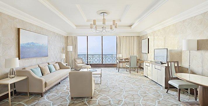 Tower Suite Sea View Balcony Wohnzimmerbeispiel