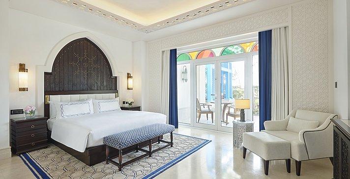 Two Bedroom Beach Villa mit Pool Schlafzimmer - Hilton Salwa Beach Resort