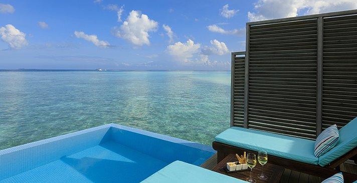 Water Villa mit Pool - Velassaru