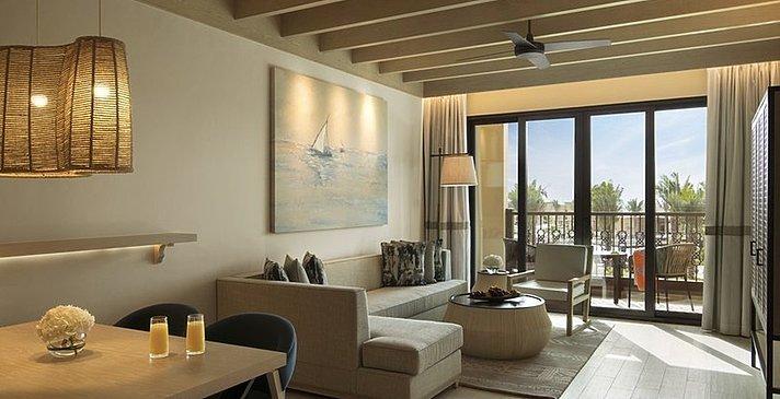 Wohn- und Essbereich Club Rotana Suite