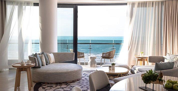 Wohn- und Essbereich Panoramic Ocean Suite