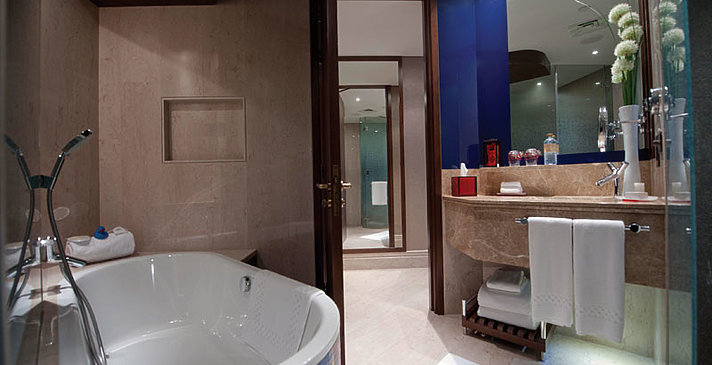Superior (Club) Room Badezimmer - Jumeirah Creekside Hotel