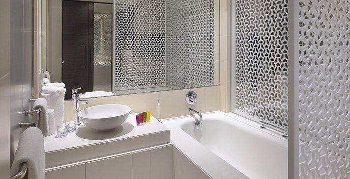 Deluxe (Garden- und Pool View) Room Badezimmer - Vida Downtown Dubai