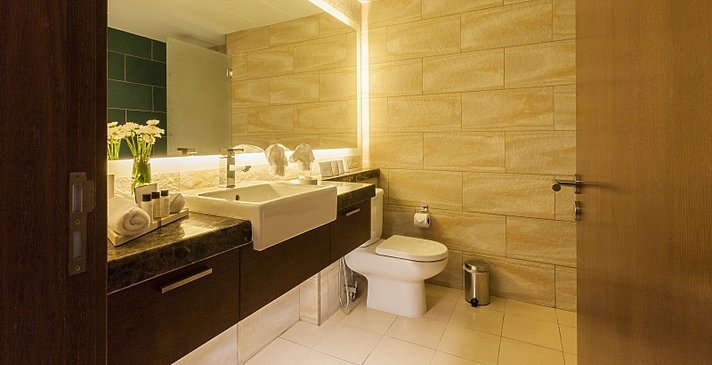 Deluxe & Superior Badezimmer - Millennium Resort Mussanah