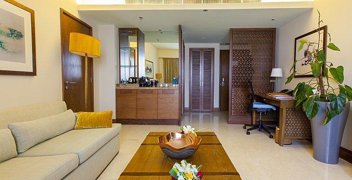 Executive Suite Wohnbereich - Millennium Resort Mussanah