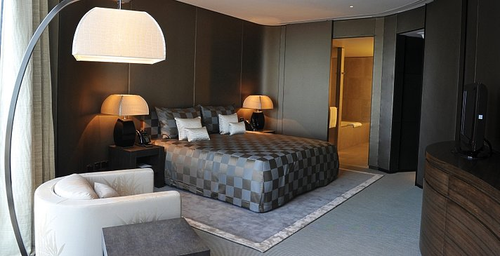 Schlafzimmer Armani Première Suite - Armani Hotel Dubai
