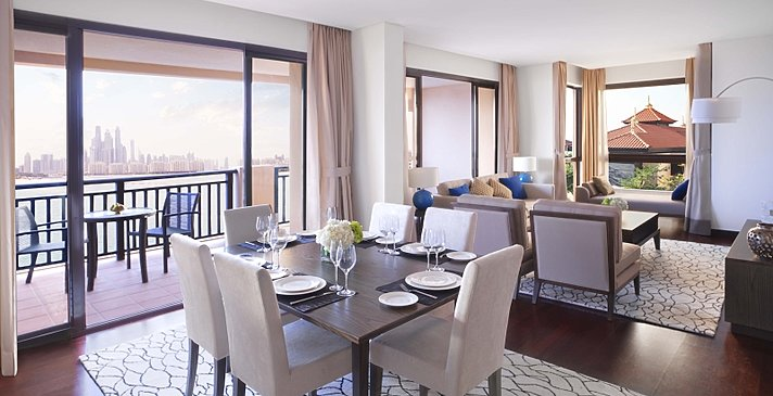 Two Bedroom Apartment Wohn- und Essbereich - Anantara Dubai The Palm Resort & Spa