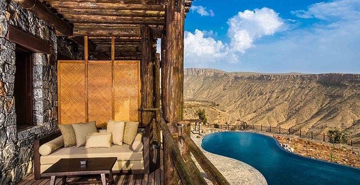 Mountain View Suite Balkon mit Hauptpool im Hintergrund - Alila Jabal Akhdar