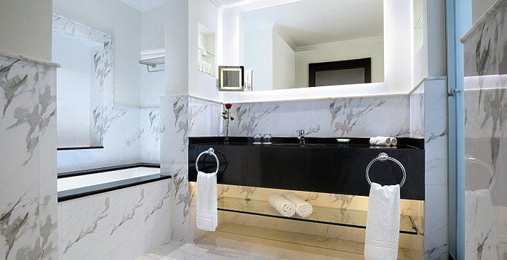 Badezimmer Standard, Superior und Le Meridien Club Room - Le Meridien Al Aqah Beach Resort