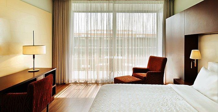 Deluxe Room mit Terrasse - Le Meridien Ra Beach Hotel & Spa