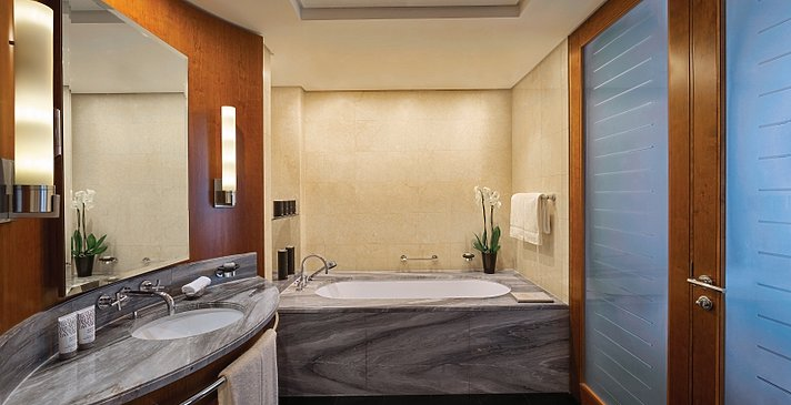 Club Junior Suite Badezimmer - Jumeirah Emirates Towers