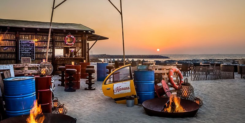 Driftwood Beach Bar - Fairmont Ajman