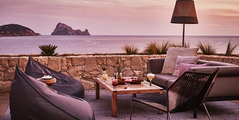 Pershing Yacht Terrace - Seven Pines Resort Ibiza