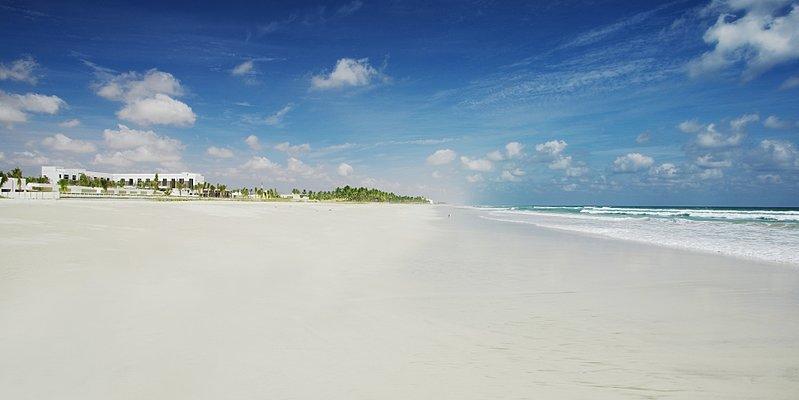 Strand des Al Baleed Resort Salalah by Anantara