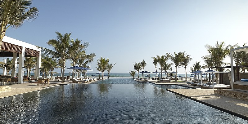 Swimmingpool des Al Baleed Resort Salalah by Anantara
