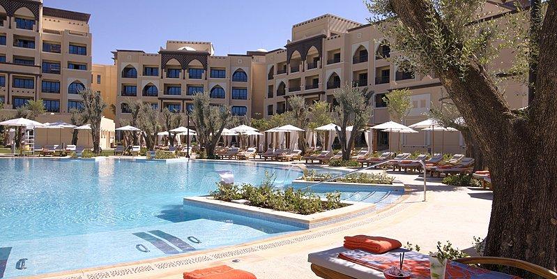 Swimmingpool des Saadiyat Rotana Resort & Villas