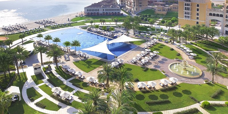 Beach und Pool - The Ritz-Carlton Abu Dhabi, Grand Canal